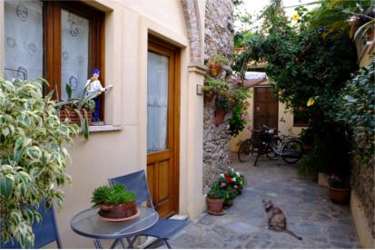 Il portico cortile - Case vacanza Roccella Jonica